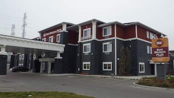 Best Western Plus Chestermere Hotel - Hotel Front  - #0