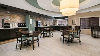 Best Western Plus Chestermere Hotel - Restaurant  - #0