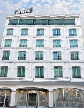Hotel - The Grand Mira Hotel