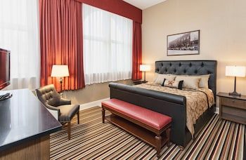 Suite, 1 King Bed with Sofa bed, Jetted Tub, City View