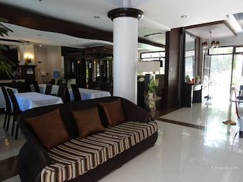 THE PERIDOT SUITES Lobby Sitting Area