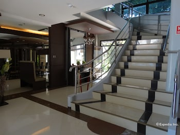 THE PERIDOT SUITES Staircase