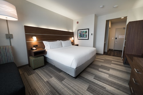 Holiday Inn Express & Suites West Edmonton - Mall Area, Division No. 11