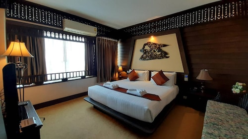 . Ruean Phae Royal Park Hotel