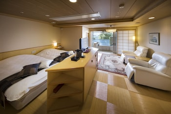 Yuraku Deluxe Western Twin Room with Open Air Bath, Mt. Fuji View, Non Smoking