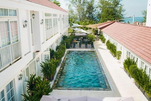 . White Boutique Hotel & Residences