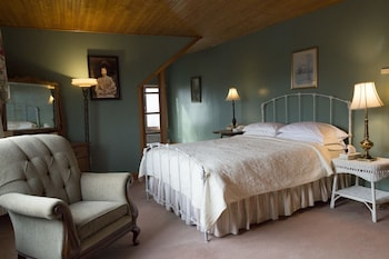 Room, Private Bathroom (The Maude Adams - Room 17)