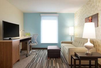 Suite, 1 Queen Bed, Accessible, Bathtub