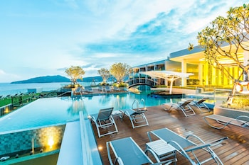 Hotel - Crest Resort & Pool Villas