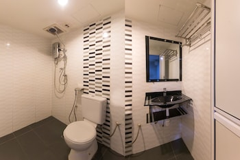 OYO 110 Cosmic Hotel - Bathroom  - #0