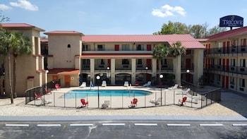 特里科夫套房飯店 Tricove Inn & Suites