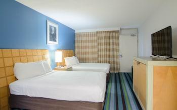 Guestroom at Ocean Inn in Myrtle Beach