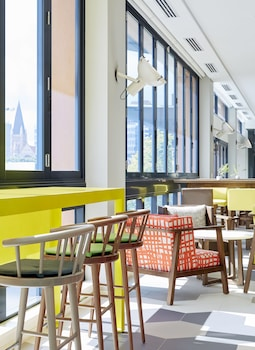 Lobby Sitting Area at Holiday Inn Express Brisbane Central in Spring Hill