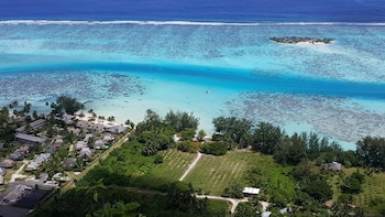 Moorea Sunset Beach - Featured Image