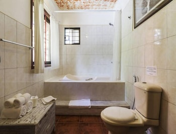 LANTERNA HOTEL BORACAY Bathroom