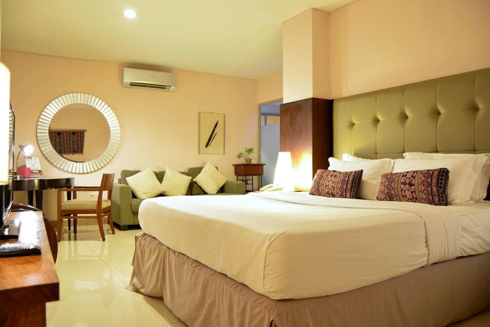 HotelW Home Cikatomas