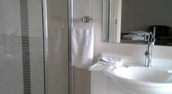 Gloucester on Avon Bed & Breakfast - Bathroom  - #0