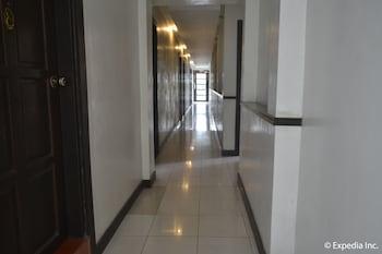 TAGAYTAY ECONO HOTEL Hallway