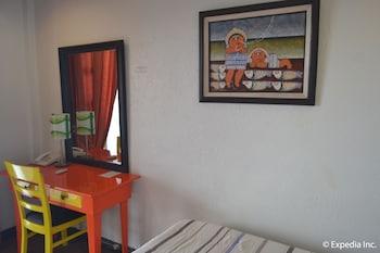 TAGAYTAY ECONO HOTEL Guestroom