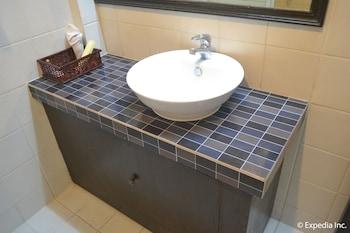 TAGAYTAY ECONO HOTEL Bathroom Sink