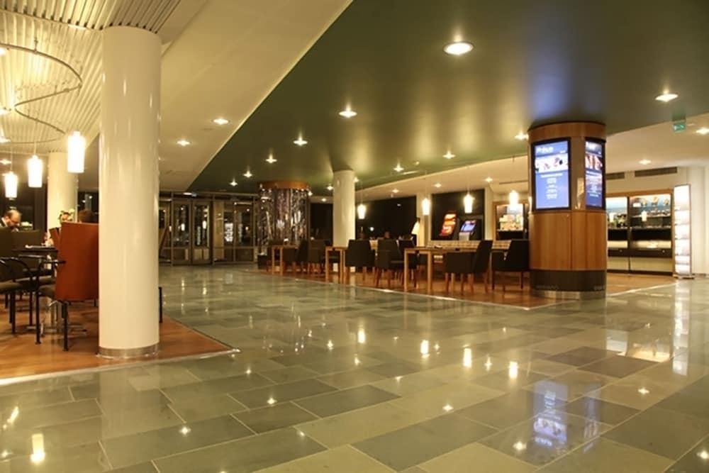 https://i.travelapi.com/hotels/15000000/14700000/14699100/14699065/4645cfdc_z.jpg