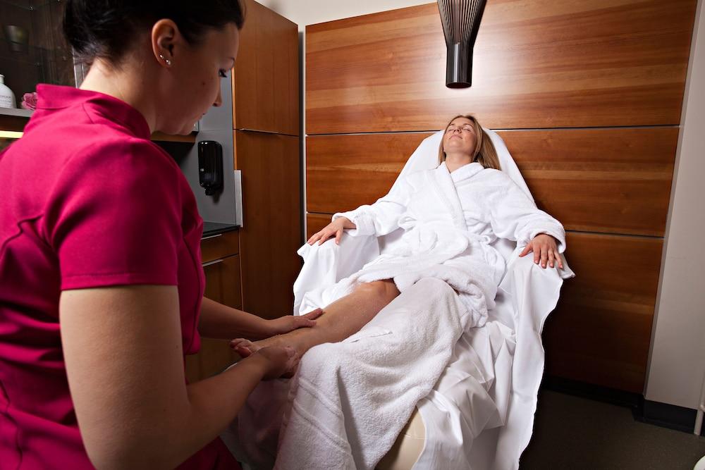 https://i.travelapi.com/hotels/15000000/14700000/14699100/14699065/b7d317dc_z.jpg