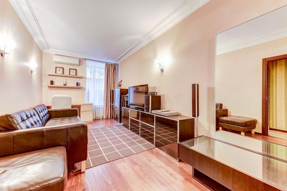 https://i.travelapi.com/hotels/15000000/14710000/14700300/14700252/041686ca_z.jpg