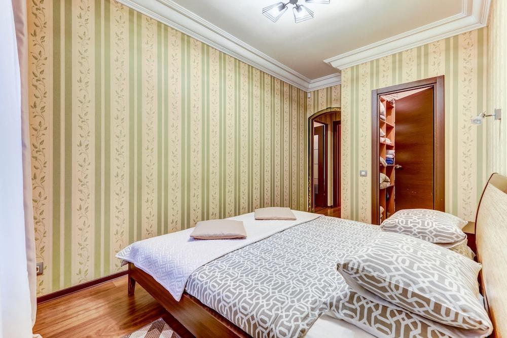 https://i.travelapi.com/hotels/15000000/14710000/14700300/14700252/4c2e2a58_z.jpg
