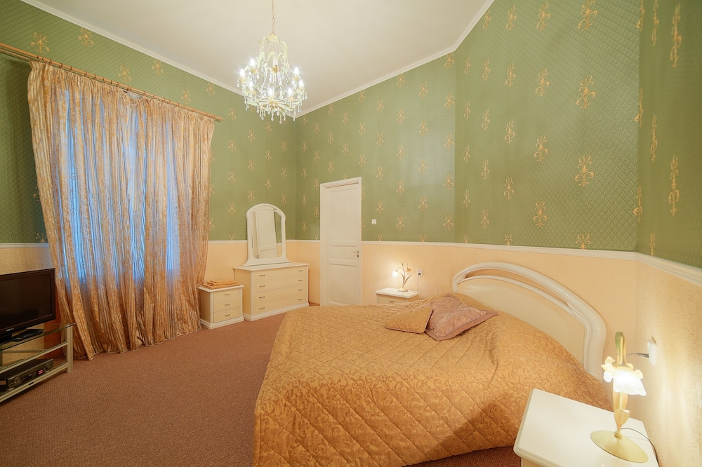 https://i.travelapi.com/hotels/15000000/14710000/14700300/14700252/bf8f3b7a_z.jpg