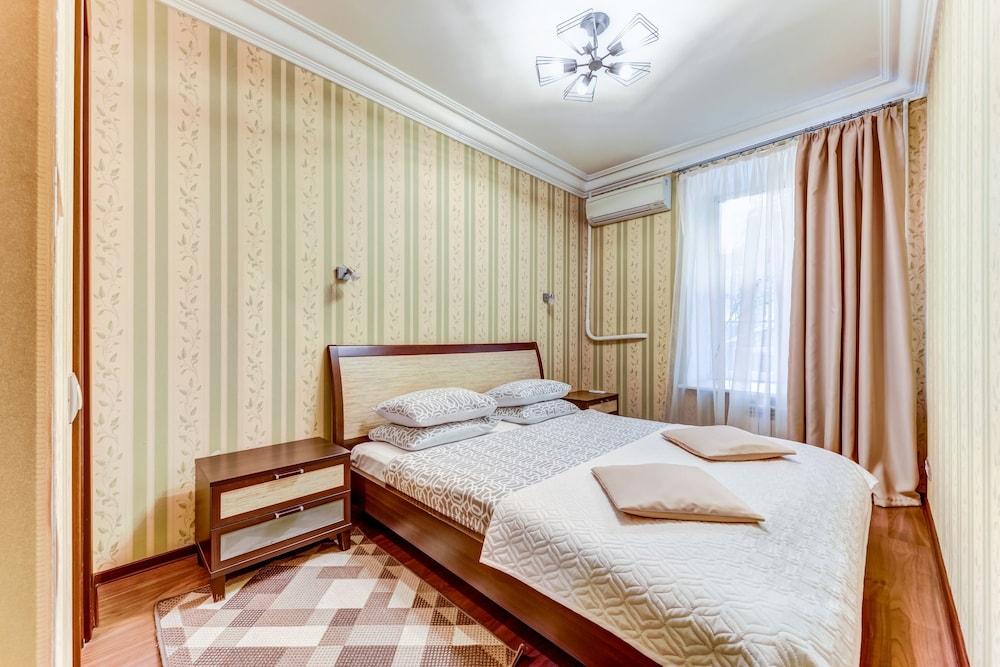 https://i.travelapi.com/hotels/15000000/14710000/14700300/14700252/d6f90a4d_z.jpg
