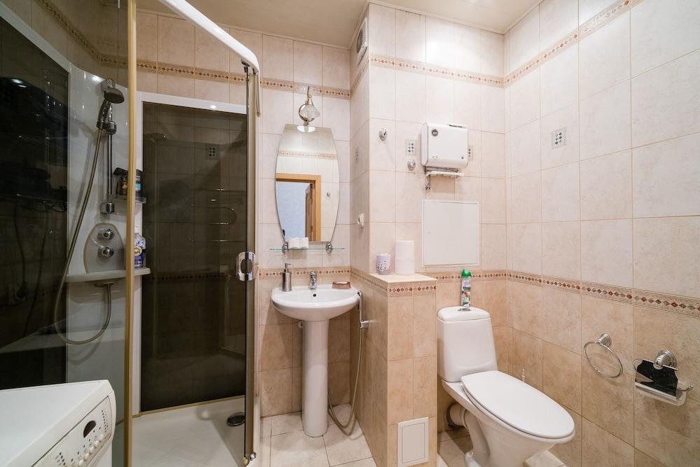 https://i.travelapi.com/hotels/15000000/14710000/14700300/14700252/f414a39e_z.jpg
