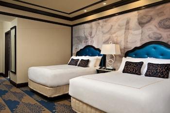 Deluxe Room, 2 Queen Beds, Bathtub
