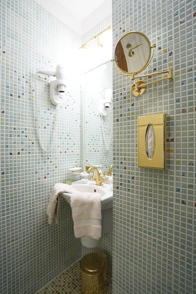 https://i.travelapi.com/hotels/15000000/14740000/14732400/14732313/819ba707_z.jpg