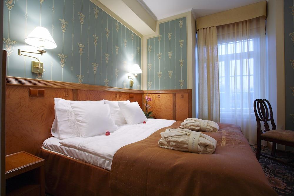 https://i.travelapi.com/hotels/15000000/14740000/14732400/14732313/e11b440b_z.jpg