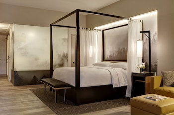 Superior Suite, 1 King Bed, Balcony