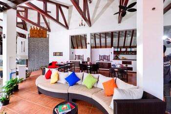 ANDA COVE BEACH RETREAT Lobby Sitting Area
