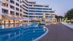Hotel Globus - Half Board