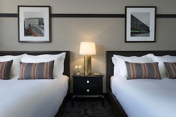 Deluxe Room, 2 Queen Beds, Accessible (Hearing, Roll-In Shower)