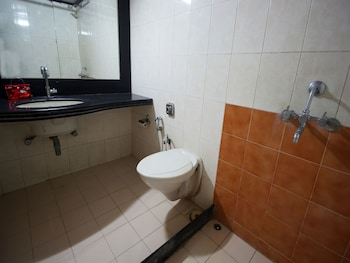 OYO 2336 Hotel Shri Krishna Palace - Bathroom  - #0
