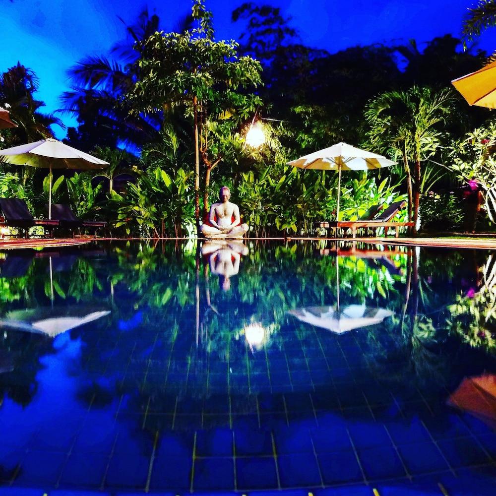 https://i.travelapi.com/hotels/15000000/14770000/14766800/14766789/0a9a794b_z.jpg