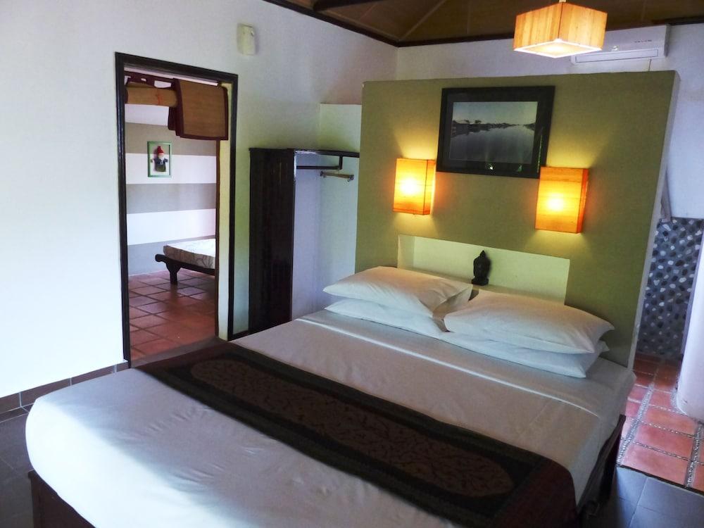 https://i.travelapi.com/hotels/15000000/14770000/14766800/14766789/b1bebc36_z.jpg