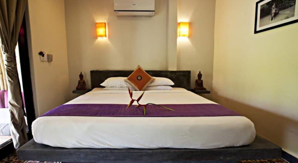 https://i.travelapi.com/hotels/15000000/14770000/14766800/14766789/dff822a1_z.jpg