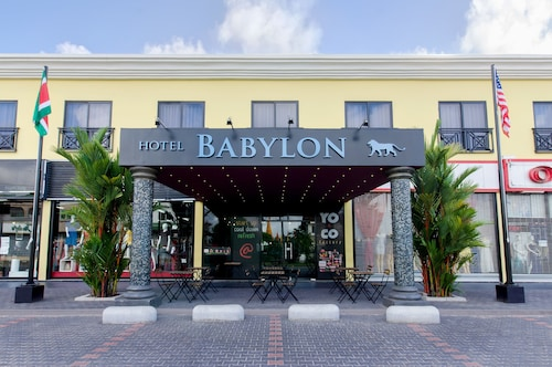 Hotel Babylon, Centrum