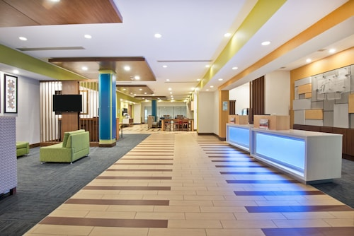 Holiday Inn Express & Suites Uniontown, Fayette