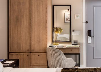 Guestroom at HGU New York in New York