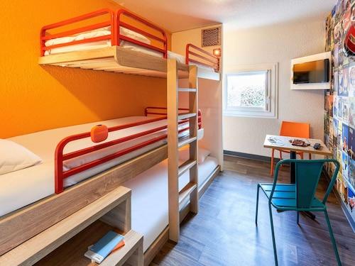 . hotelF1 Annecy