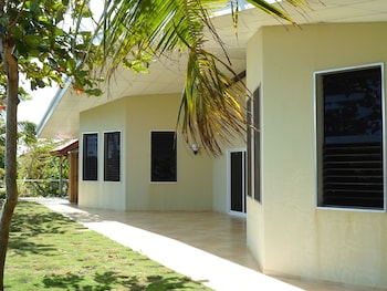 MEILI BEACH RESORT Front of Property