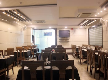 OYO 2238 Hotel Basera Brij Bhoomi - Restaurant  - #0