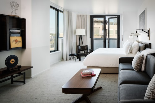 __{offers.Best_flights}__ Halcyon - a hotel in Cherry Creek