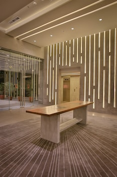 B HOTEL QUEZON CITY Lobby